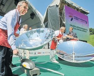 Посли ЄС використовують відновлювальні джерела енергії на минулорічному тижні енергоефективності у Києві