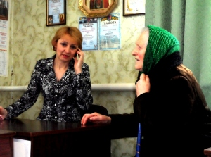 Ольга Дрозд, Порохнянський сільський голова і Олександра Мала, одна з мешканок Порохні, що взяла участь у громадському співфінансуванні
