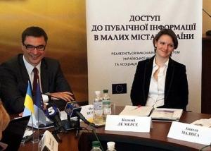 Павло Козирєв, мер міста Українка, та Коломб де Мерсе, координатор проекту від Представництва Європейського Союзу в Україні