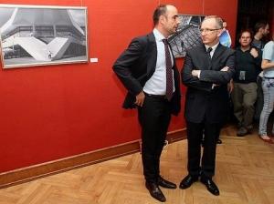 Ян Томбінський, голова Представництва ЄС в Україні (праворуч) та Золтан Салаі, керівник відділу преси та інформації Представництва ЄС (ліворуч) на відкритті виставки Homo Urbanus Europeanus