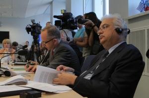 Посол Ян Томбінські, Голова Представництва ЄС в Україні (ліворуч) та Петер Пасолай, член Венеціанської Комісії та Президент Конституційного суду Угорщини (праворуч)