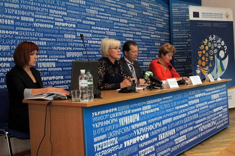 «Реінтеграція матерів і батьків у професійну діяльність є справжньою проблемою в Україні», - говорить Світлана Толстоухова, Президент «Ліги соціальних працівників України».