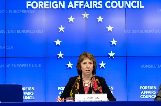 Кетрін Ештон, Високий представник ЄС, головує на засіданні Ради ЄС