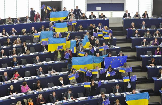 Підтримка України євродепутатами - грудень 2013 року. Фото: прес-служба Європарламенту