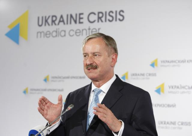 Єврокомісар оголосив про першу виплату макрофінансової допомогиЄС