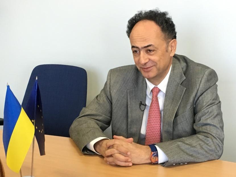 Затримка з «безвізом» технічна, а не політична — інтерв'ю з посломЄС