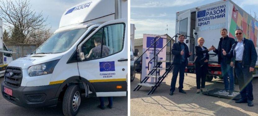 ЄС передав два мобільні ЦНАПи громадам наДонеччині